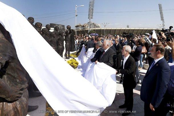 В Ереване состоялось открытие скульптурной группы, посвященной футбольной команде «Арарат-73»
