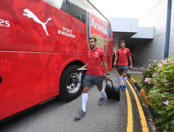 Армянский полузащитник Генрих Мхитарян в составе лондонского «Арсенала» отправился в предсезонный тур в Сингапур